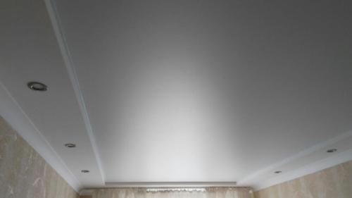 белое сатиновое полотно