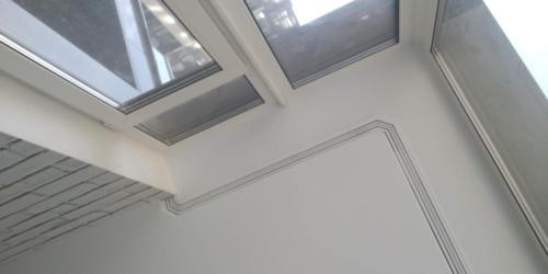 карниз скрытый на окне (1)