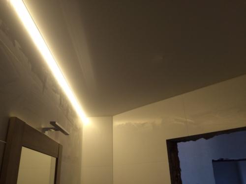 отражение на полотне из глянца парящего света