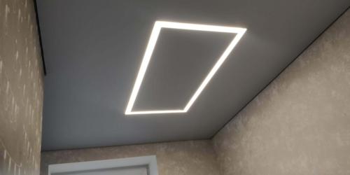 прямоугольная люстра со световых линий
