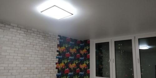 светлое полотно в комнате для детей