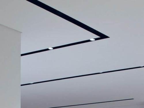слотт черный на потолке