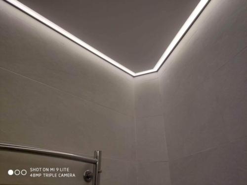 с подсветкой потолок
